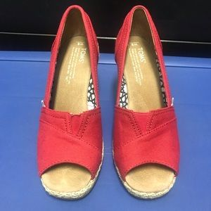 Shoes - TOMS Wedges size 6